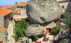 ポルトガルのモンサントという村