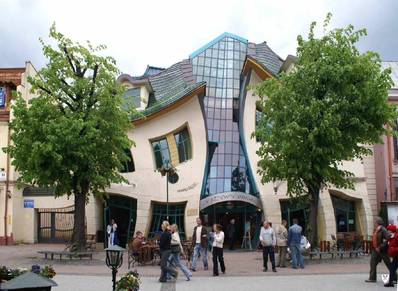 ポーランドにある「ねじれた家」