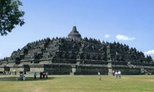 圧巻の巨大遺跡群インドネシアにあるボロブドゥール寺院