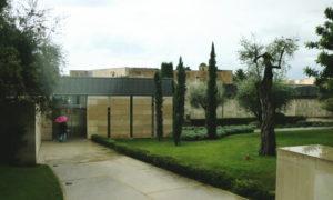 南フランスの美しい高台にあるシャガール美術館